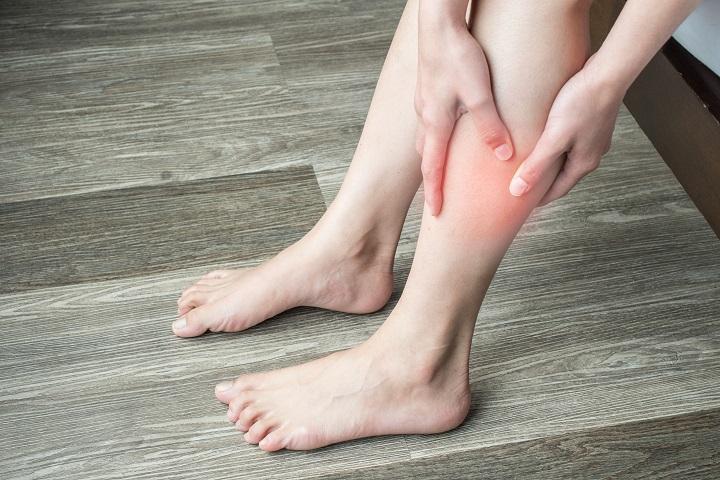 fáj a lábán a piros folt