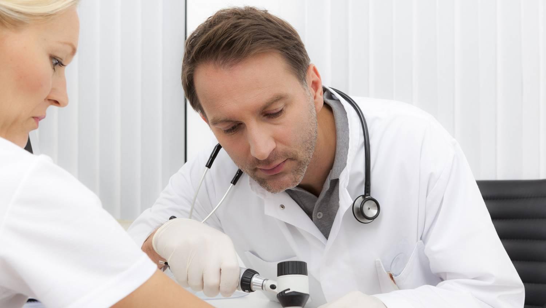 Milyen kenőcsök használhatók a kezek és lábak ekcéma kezelésére - Kábítószer