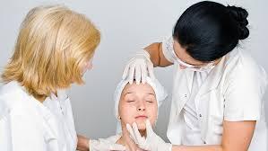 A testet vörös foltok és viszketések borítják: okok és kezelési módok