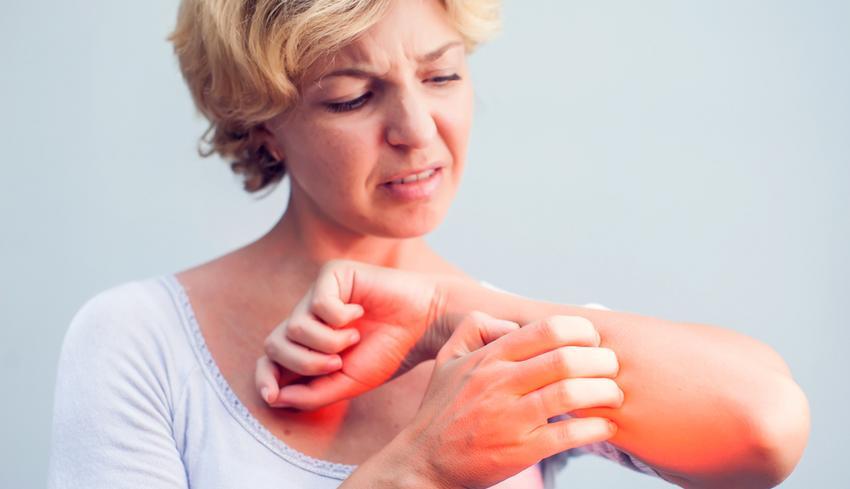 vörös foltok jelennek meg a karokon és a gyomorban elérni a pikkelysömör kezelését